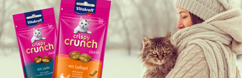 Produktabbildung Crispy Crunch und Frau mit Katze